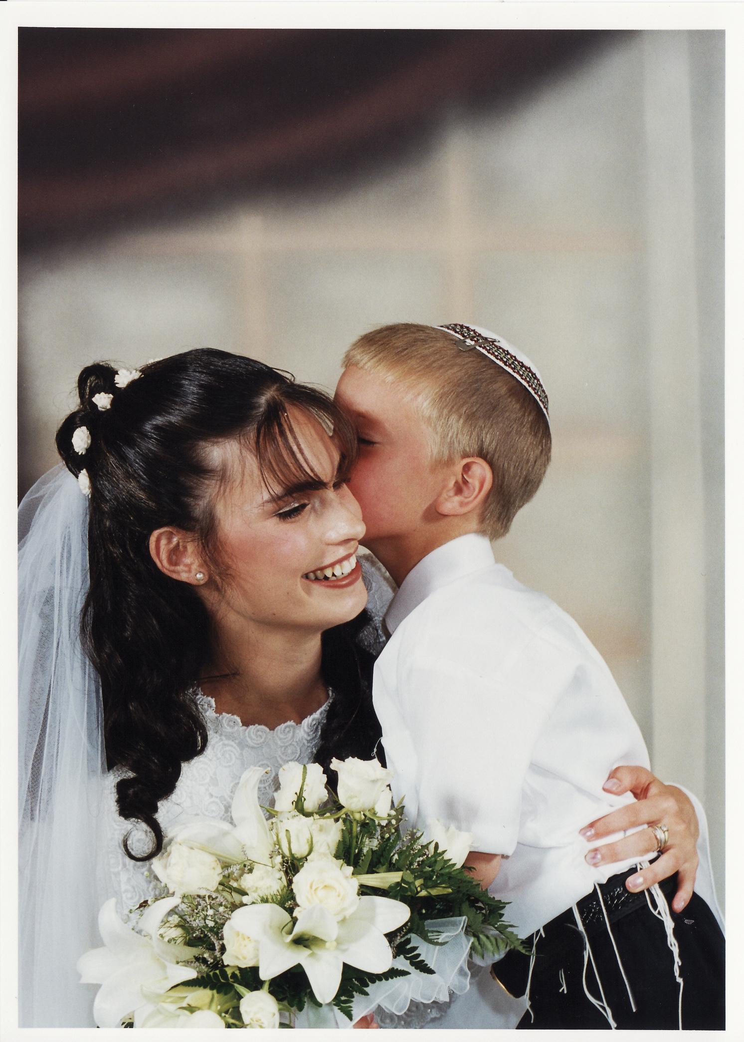 תמוז תשנט ישי בן 4 בחתונה של יעל