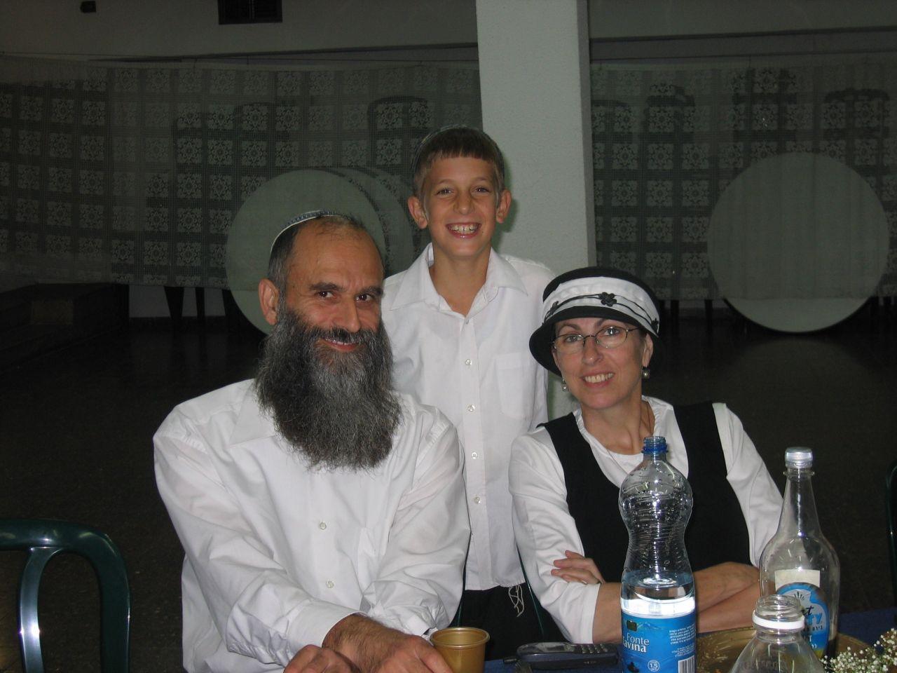 אב תשסב ישי בן 7 עם אבא ואמא