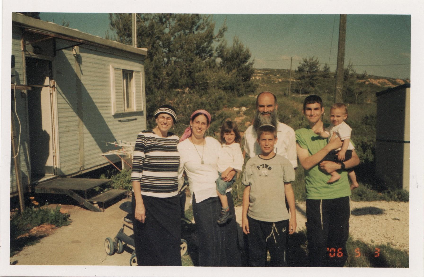 ביקור משפחתי אצל השוורצים בבית אל