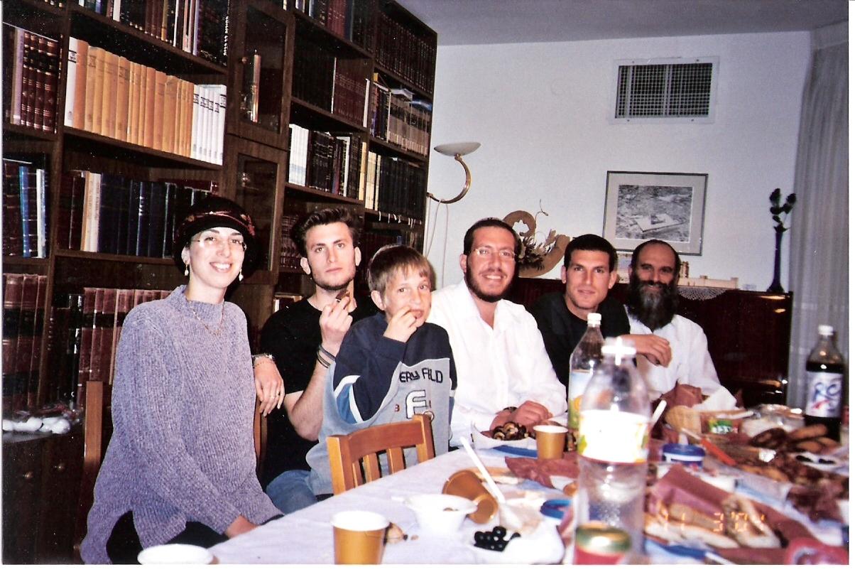 אדר תשסד ישי בן 9 במסיבת הגיוס של יצחק