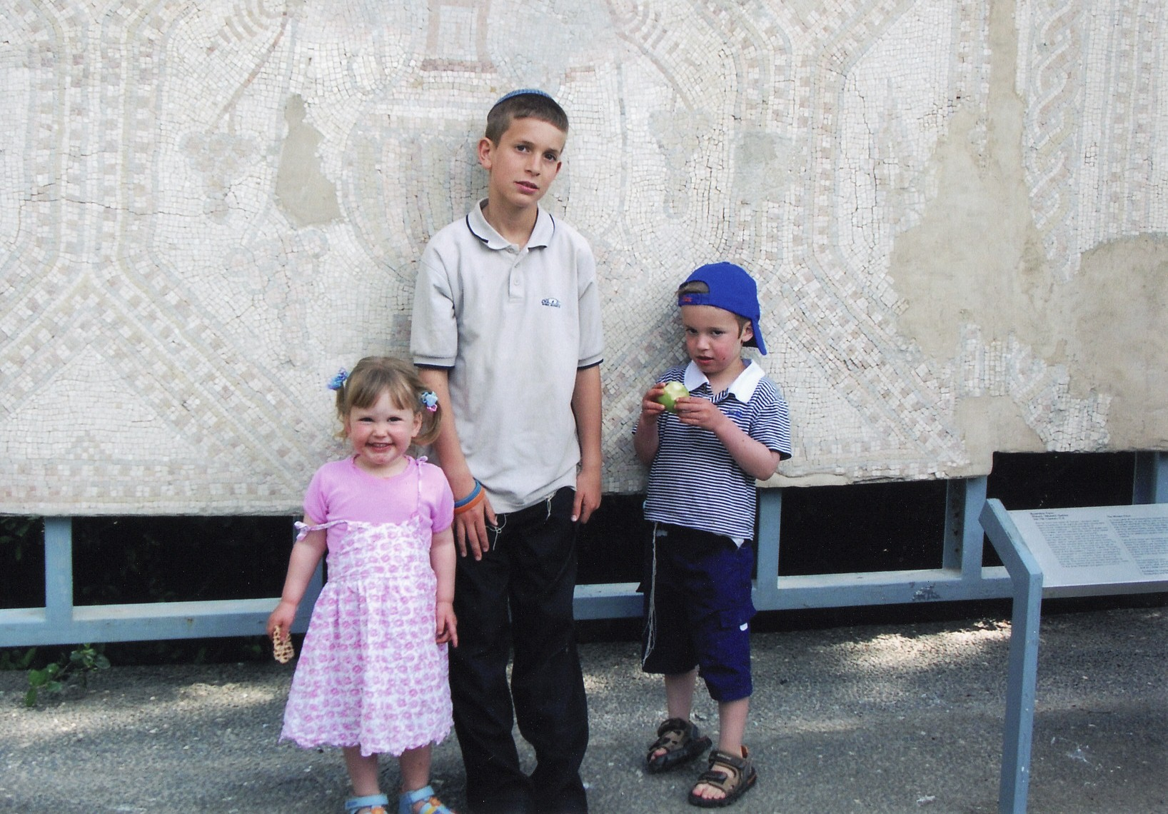 ישי בן 10 עם אפרת ומאיר גולדברג