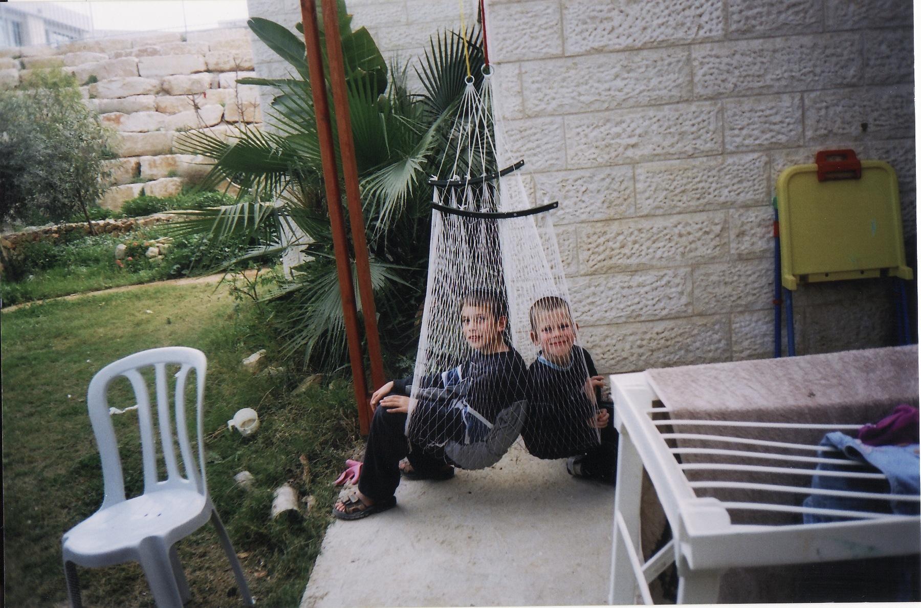 קיץ תשסה ישי בן 10 עם האחיין אליעד באבד