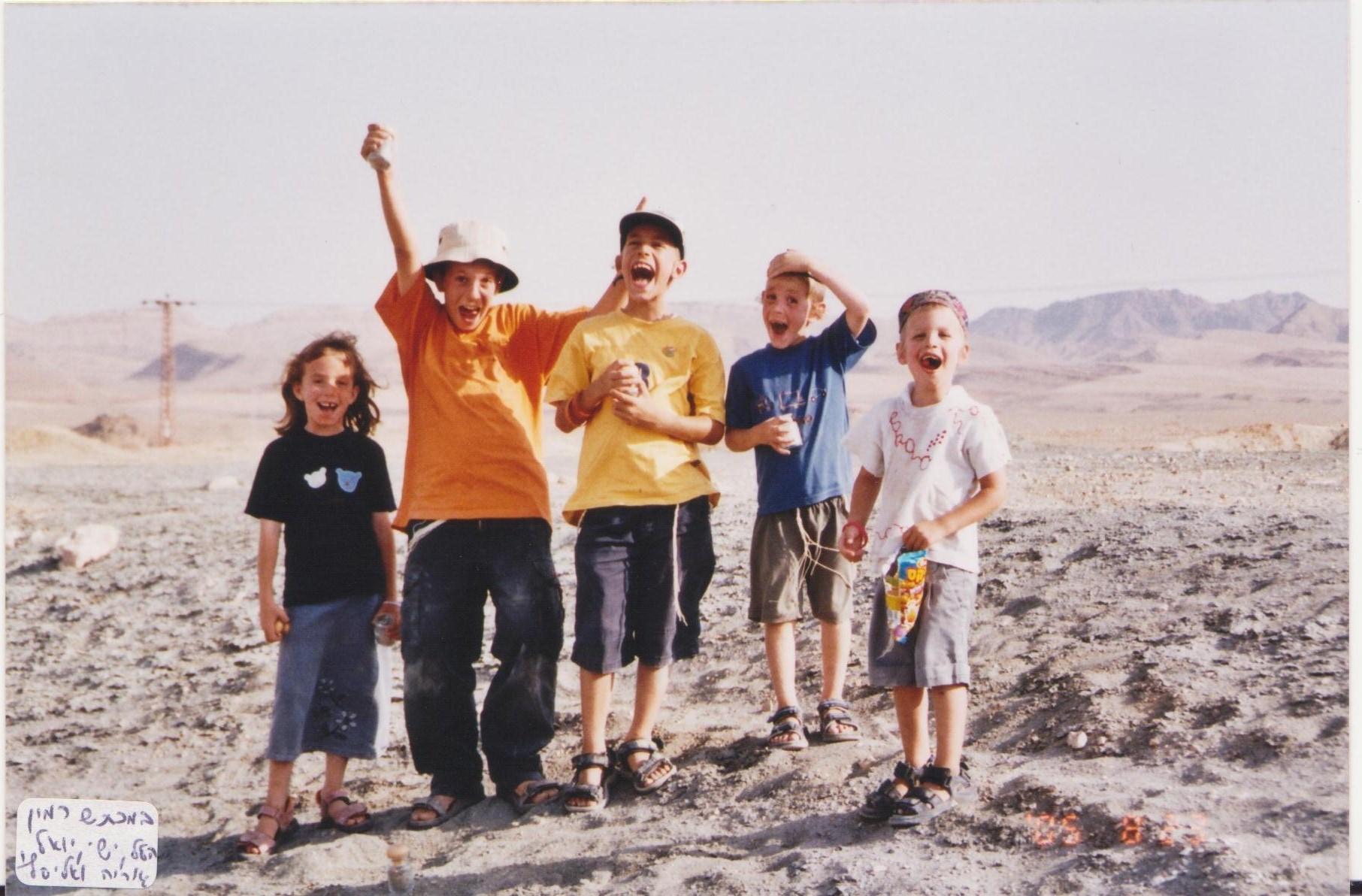 קיץ תשסה ישי עם האחיינים ילדי רוט במצפה רמון