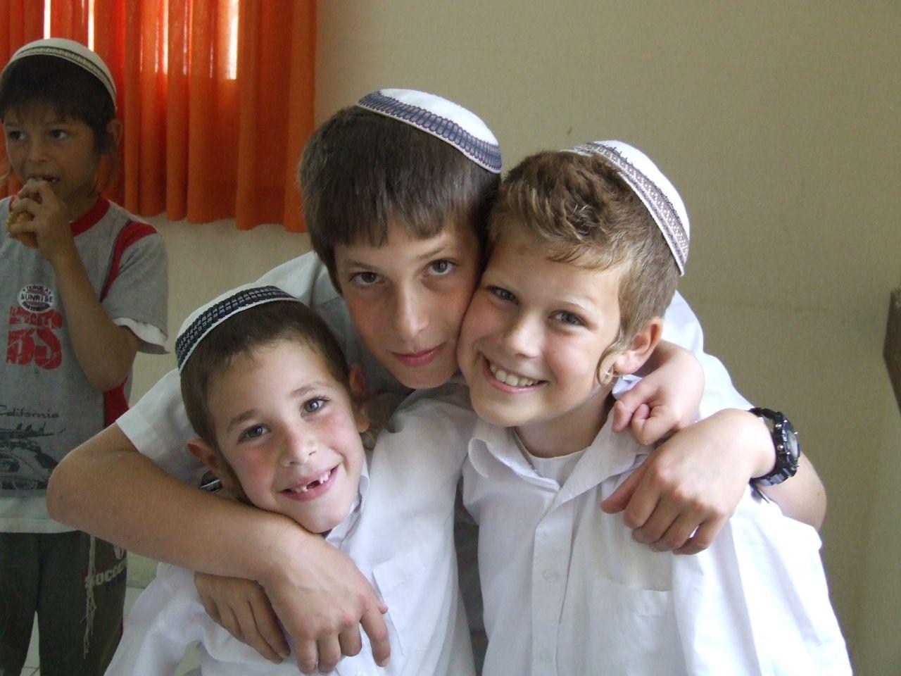 אייר תשסז ישי כמעט בן 12 עם אליעד ואוריה בברית של ידידיה