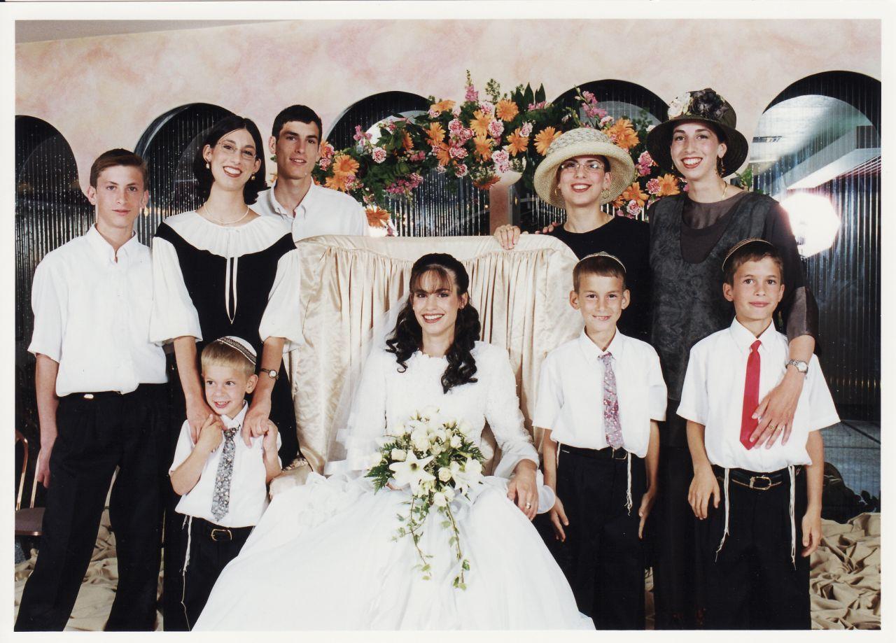 תמוז תשנט האחיות והאחים בחתונה של יעל