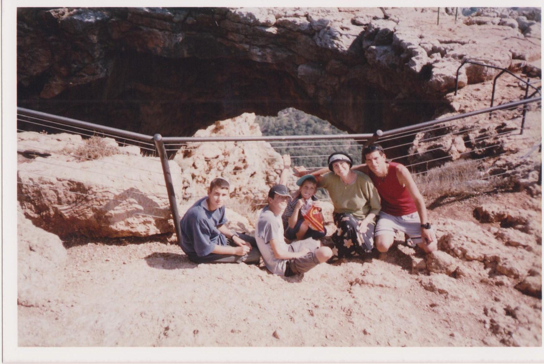קיץ תשסז לקראת גלישה במערת קשת
