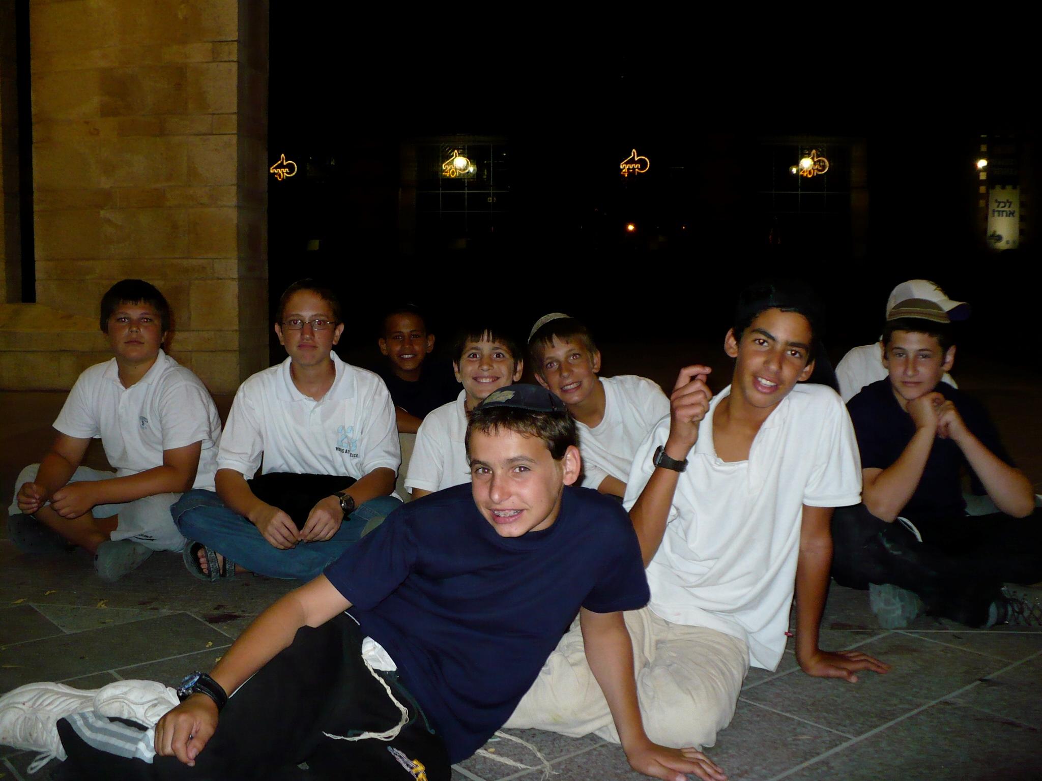 ישי וחבריו לכיתה בפעילות סוף שנה כיתה ו