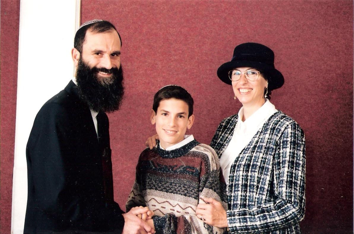 שבט תשנו שלמה בר מצווה עם אבא ואמא