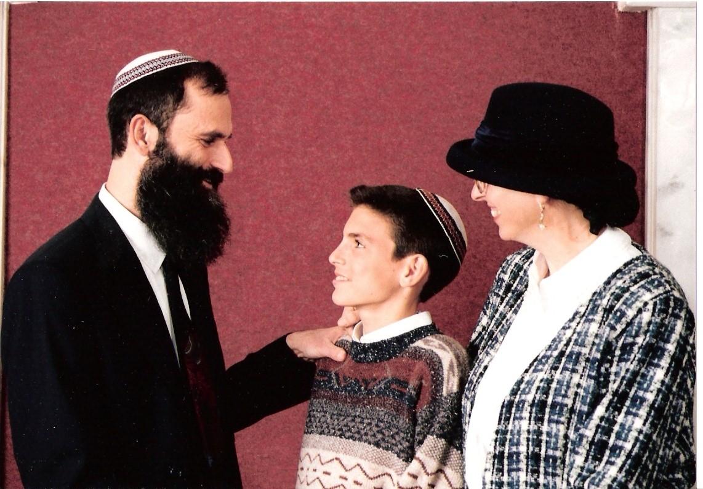 שבט תשנו שלמה בר מצווה עם ההורים