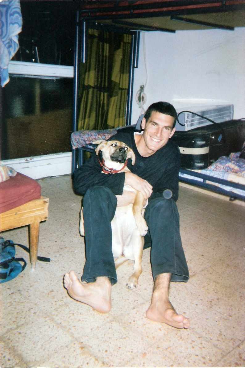 שלמה עם הכלבה מנרה בצפת
