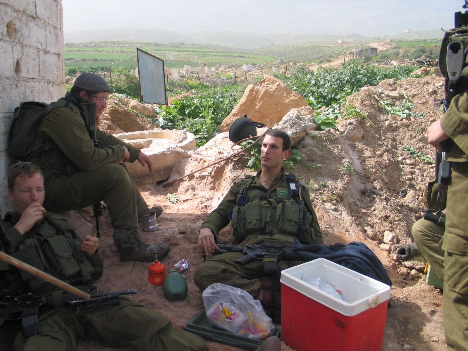 מנוחה לאחר פעילות מבצעית בנצח יהודה