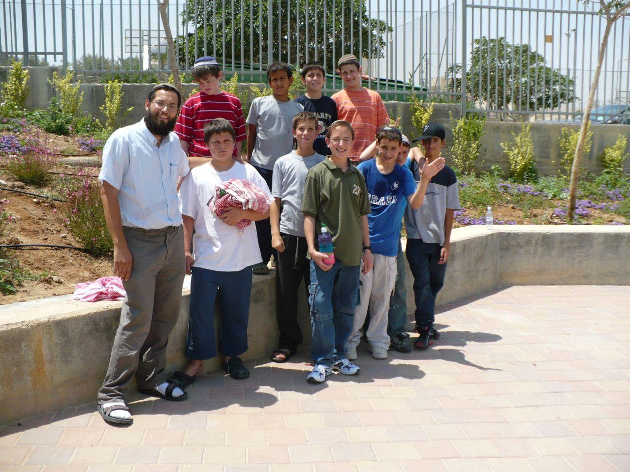 ישי בפעילות סוף שנה עם הכיתה והמחנך