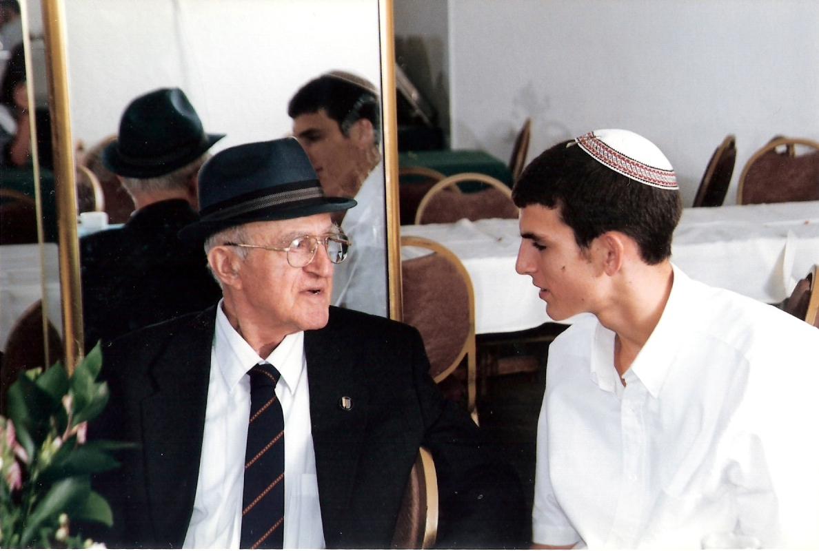 אלול תשנח שלמה בן 15 וחצי עם סבא אליהו בבר מצווה של יצחק