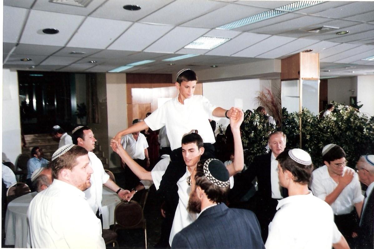 אלול תשנח יצחק בר המצווה על הכתפיים של שלמה