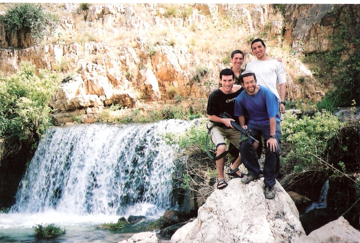 שלמה בטיול עם החברים גרשוני בלום והכהן