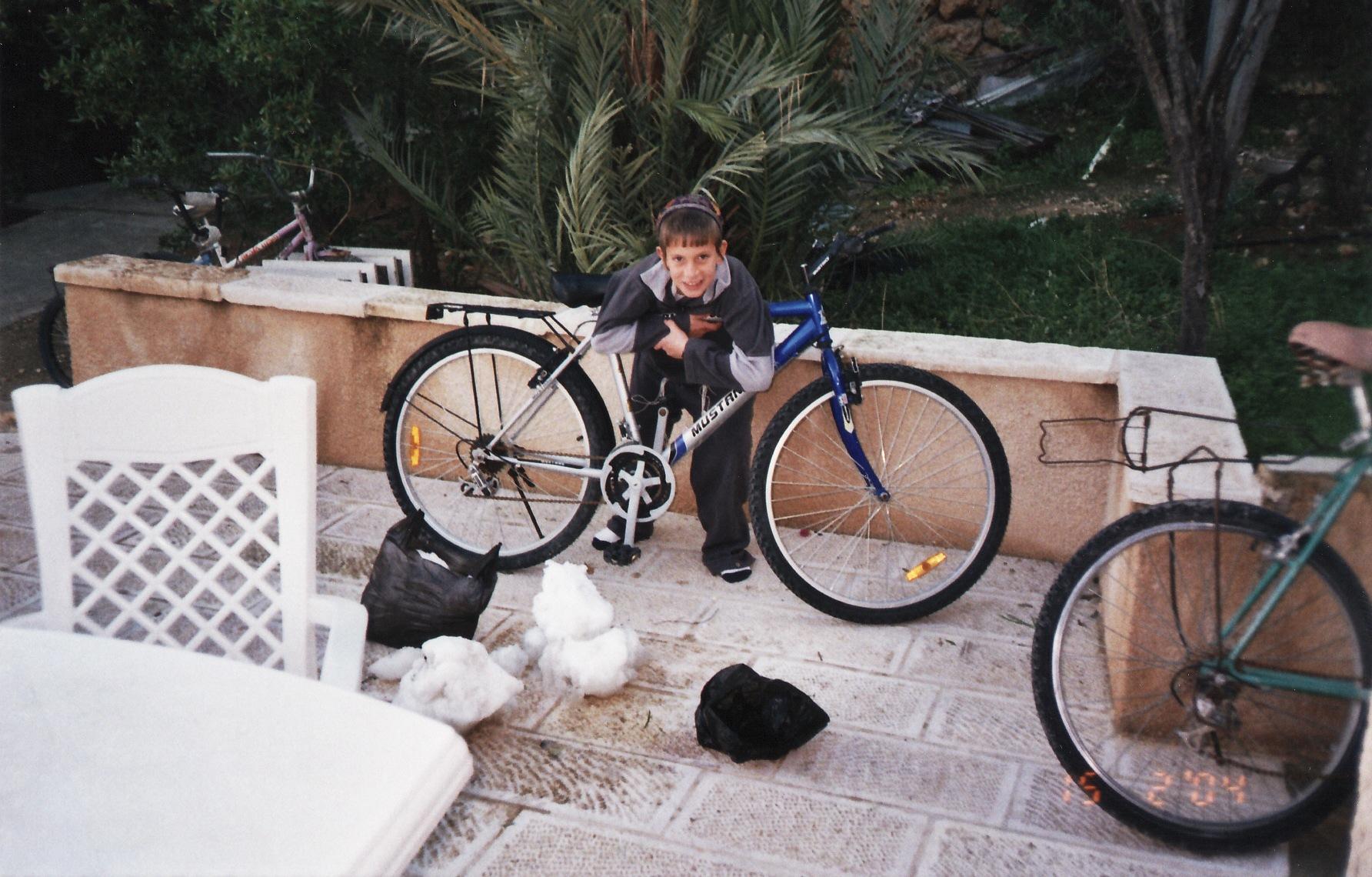 חורף תשסד ישי בן 8 וחצי עם שלג מירושלים